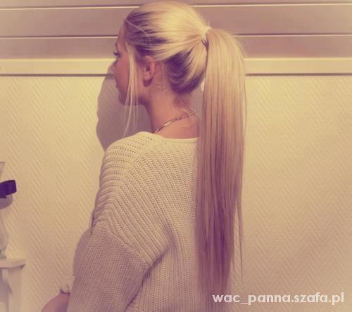 sweterek plus włosy inspiracja