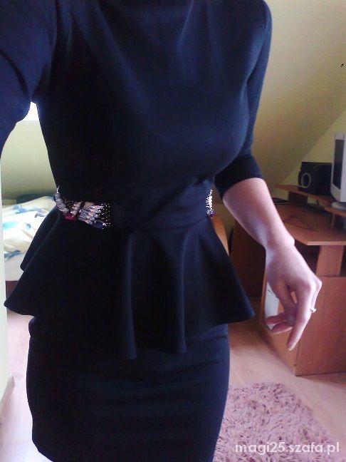 Sukienka baskinka czarna rękaw trzy czwarte