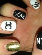 paznokcie Chanel