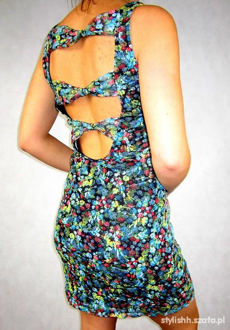 Suknie i sukienki BERSHKA sukienka MINI floral ODKRYTE PLECY kokarda