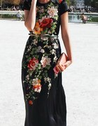 Piękna długa czarna sukienka w kwiaty