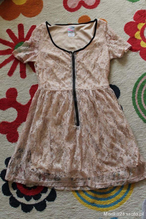 Sukienka koronkowa Cropp Chillin