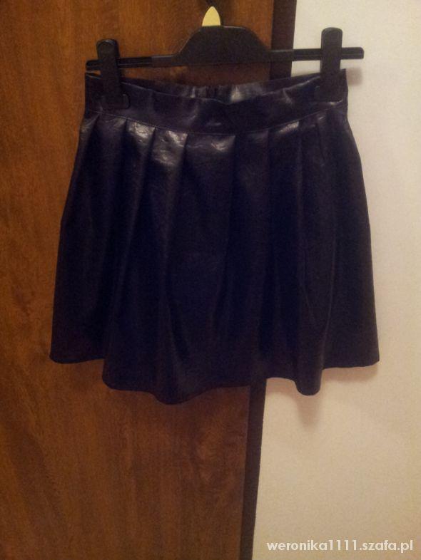 Spódnice rozkloszowana spodnica skora