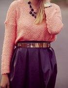 Skórzana spódnica i morelowy sweterek
