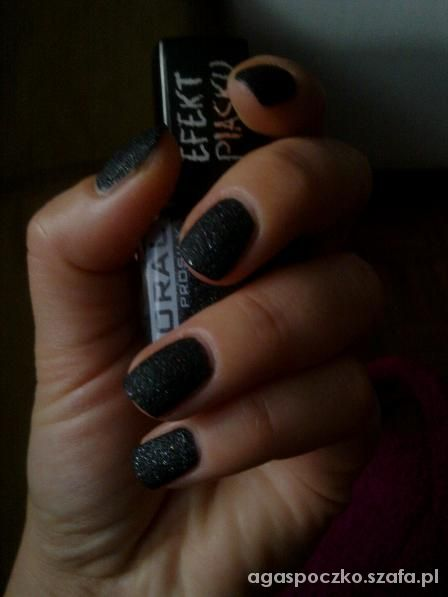 piaskowane paznokcie