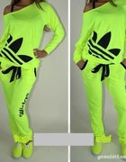 Neonowy dres adidas