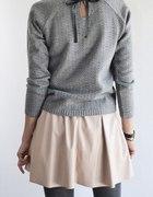 Sweterek z tasiemką