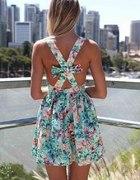 sukienka w kwiaty z kokardą