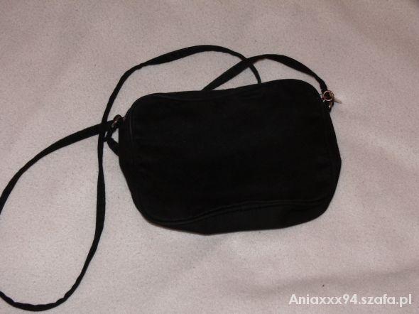 6648205dd6a3e Mała czarna torebka na ramię HM z długim paskiem w Torebki na co ...