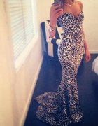 Przepiękna suknia panterka