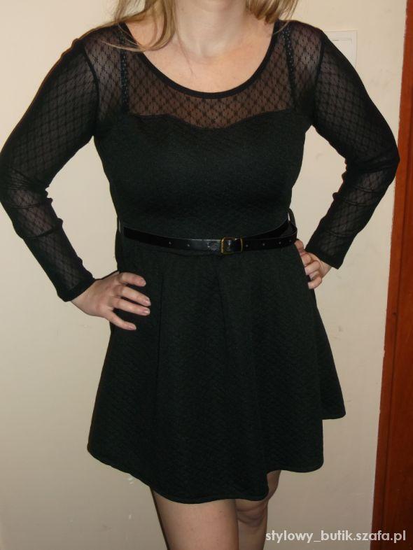 Pikowana sukienka z koronką