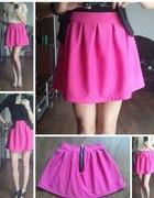 Różowa tłoczona spódnica