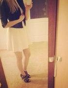 biała sukienka i ażurowe buciki...