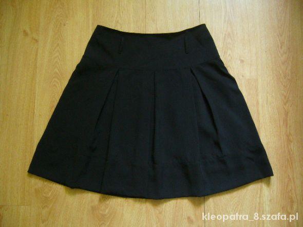 Spódnice ROZKLOSZOWANA czarna 4042