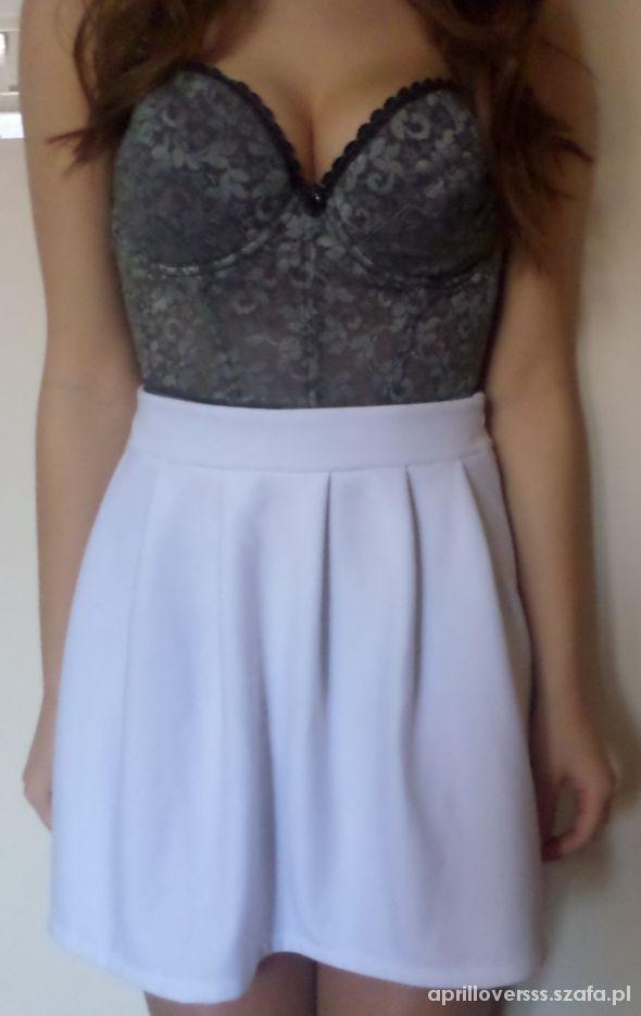 Spódnice Śliczna spódniczka spódnica rozkloszowana biała L