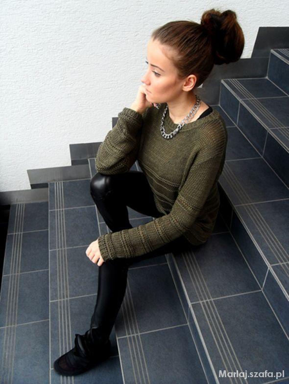 Sweterek khaki...