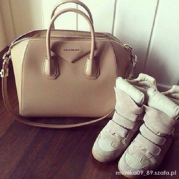 Szukam jasno bezowej torebki GIVENCHY...