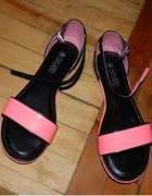 CCC neonowe różowe czarne sandałki...