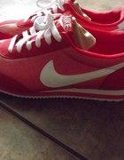 Czerwone Nike