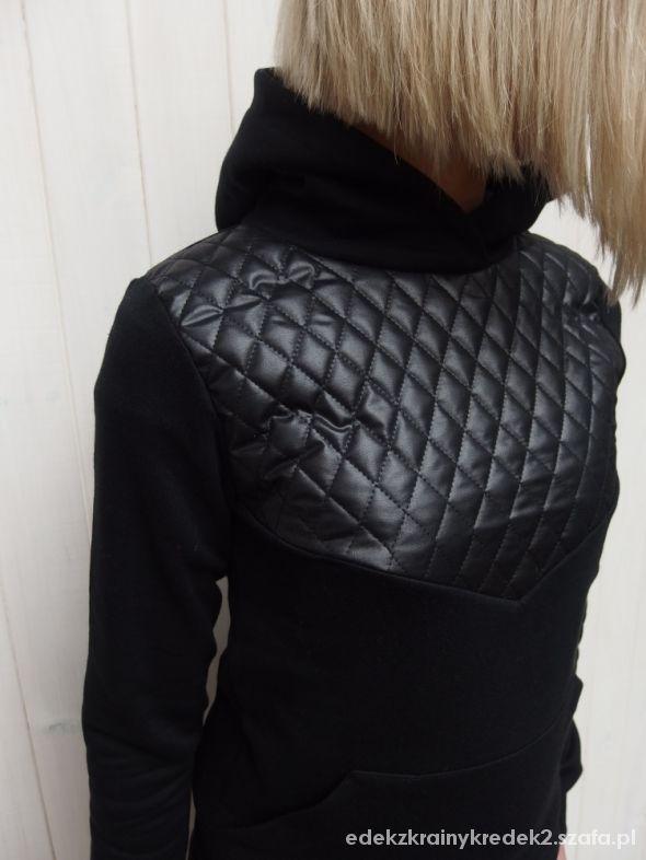czarna pikówka granatowe buggy jeansy adidas fluo