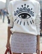 biała bluza oko