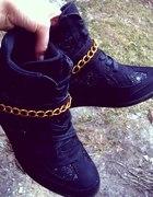 diy sneakers złoty łancuszek...