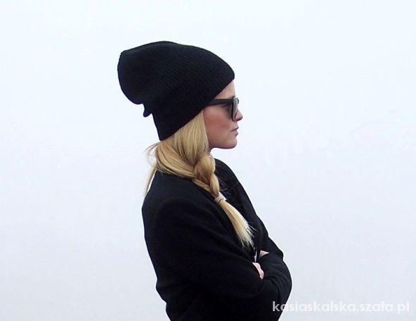 czarna uniwersalna czapka