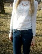 Sweter Reserved biały z przodu koronka