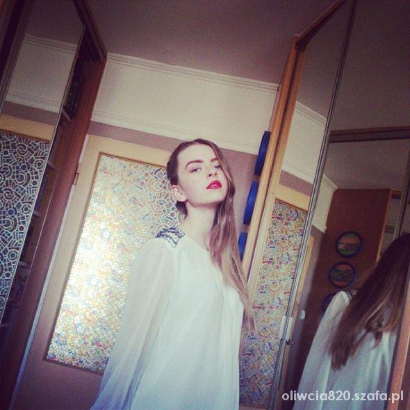 Fryzury Fryzura i makijaż czerwone usta