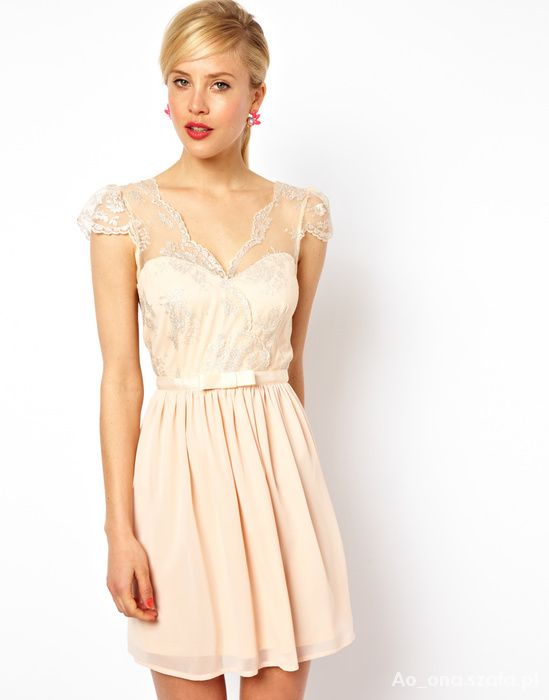 delikatna sukienka nude