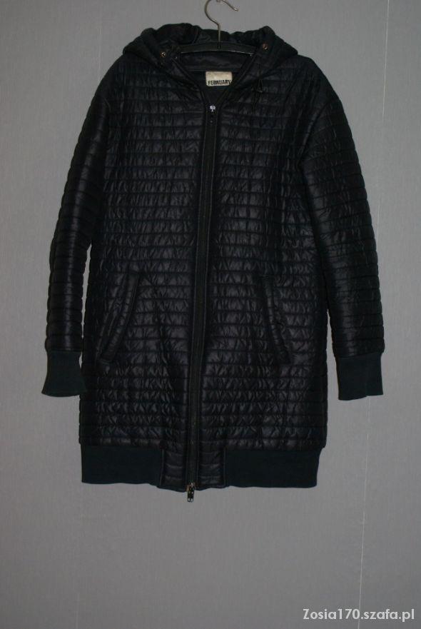 Pikowny płaszcz włoski czarny wiosna jesien