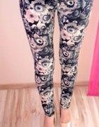 ZARA floral pudrowe spodnie rurki zip kwiaty