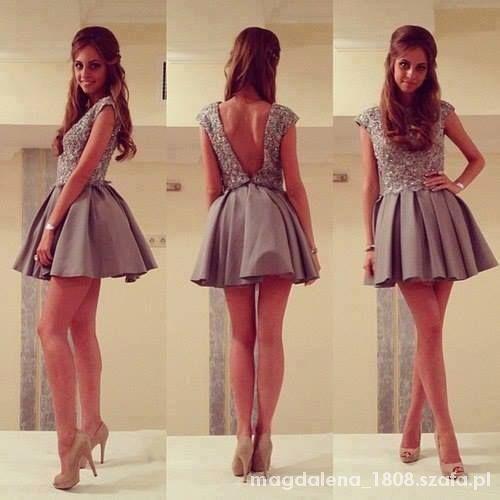 Sukienka bez pleców rozkloszowana rozm M...