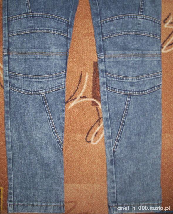 jeansy na gumce z przeszyciami w kolanach