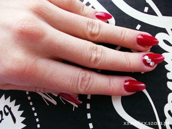 czerwone szpice z cyrkonią