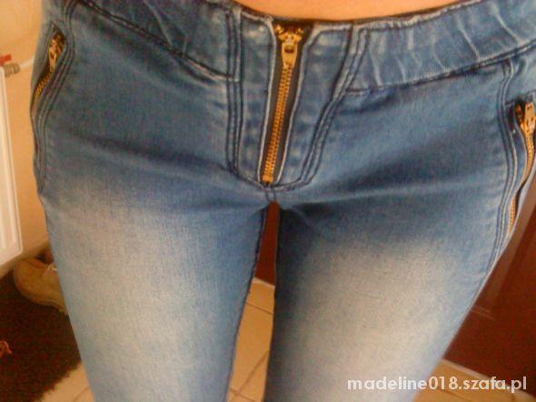Spodnie rurki ze złotymi zipami