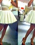 Suknia rozkloszowana na halce z tiulu