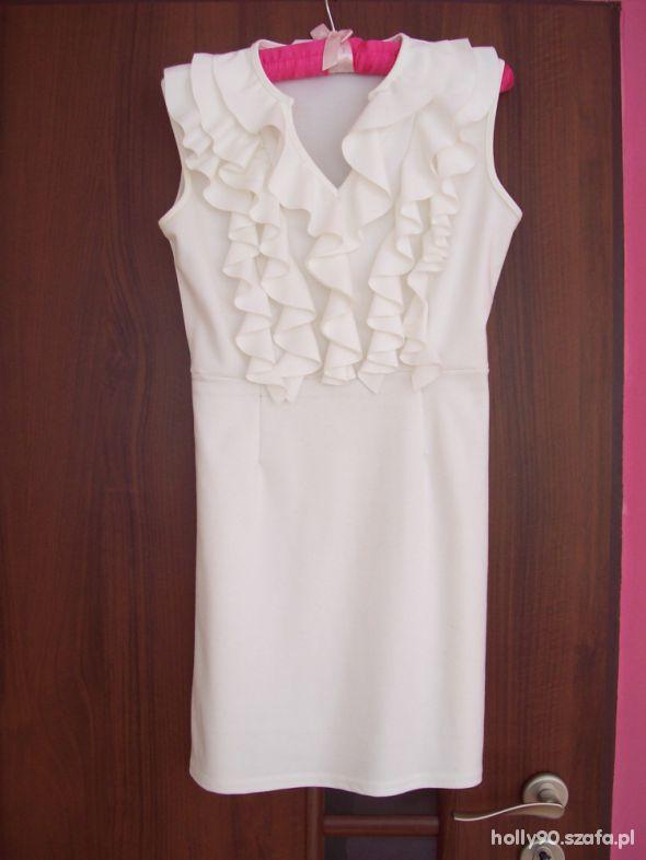Biała sukienka z żabotem