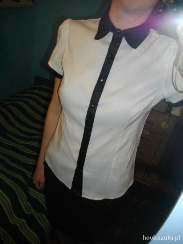 Eleganckie Biała bluzka z czarnym kołnierzykiem