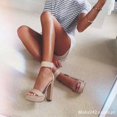 Sandały słupek beżowe