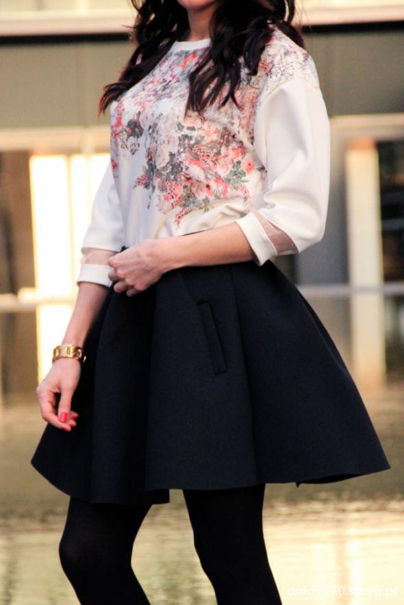 Mój styl Bluza w kwiaty i spódnica piankowa
