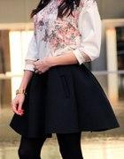 Bluza w kwiaty i spódnica piankowa
