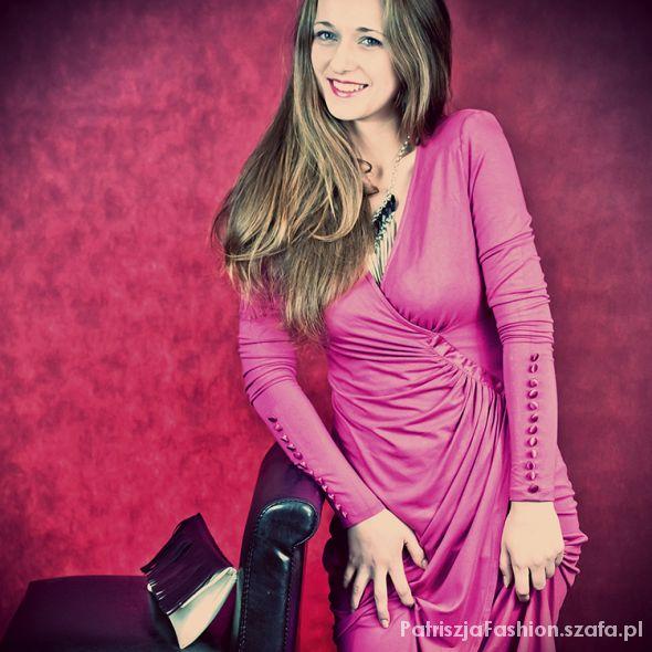Na specjalne okazje elegancka różowa sukienka