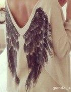 sweterek ze skrzydłami
