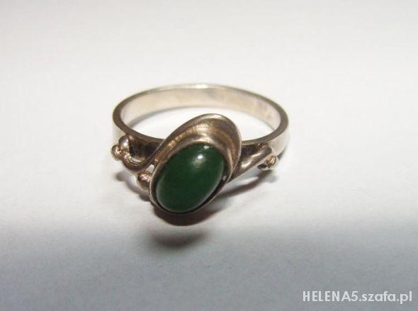 srebrny pierścionek z zielonym kamieniem rozm 13