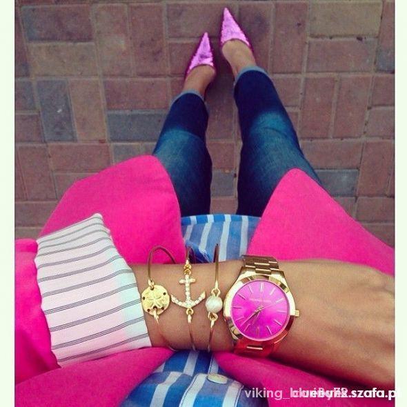 Złoty zegarek z różowa tarczą...