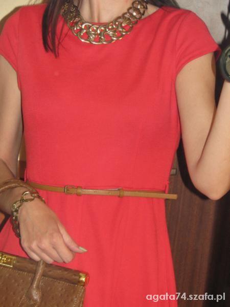 Eleganckie czerwona kiecka i kuferek