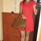 czerwona kiecka i kuferek