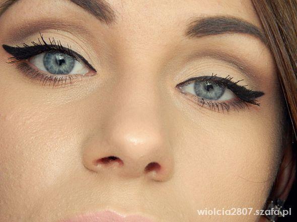 Fryzury Makijaż oczy niebieskie