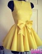 Sztywna pastelowa sukienka